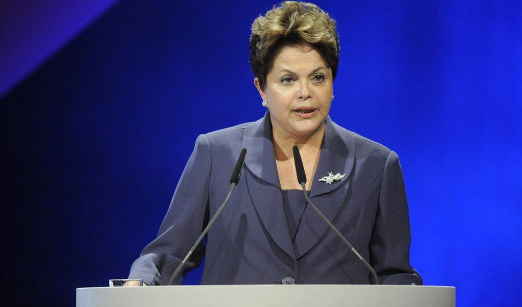 Dilma defende acesso universal a tecnologias de informação