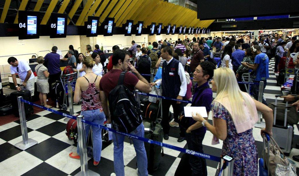 Anac pode suspender venda de bilhetes da TAM