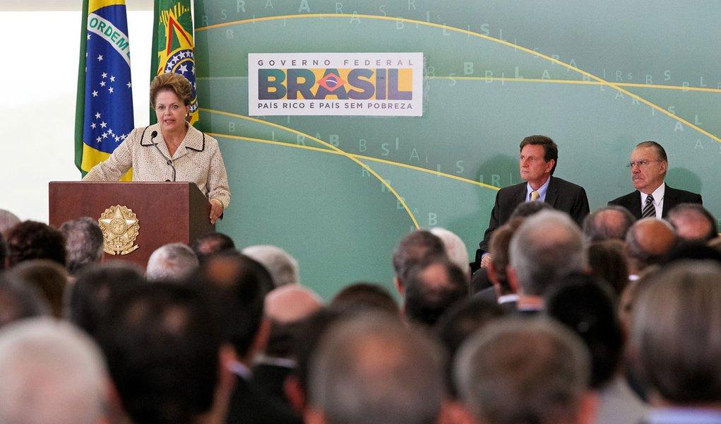 Dilma se emociona na despedida de Luiz Sérgio