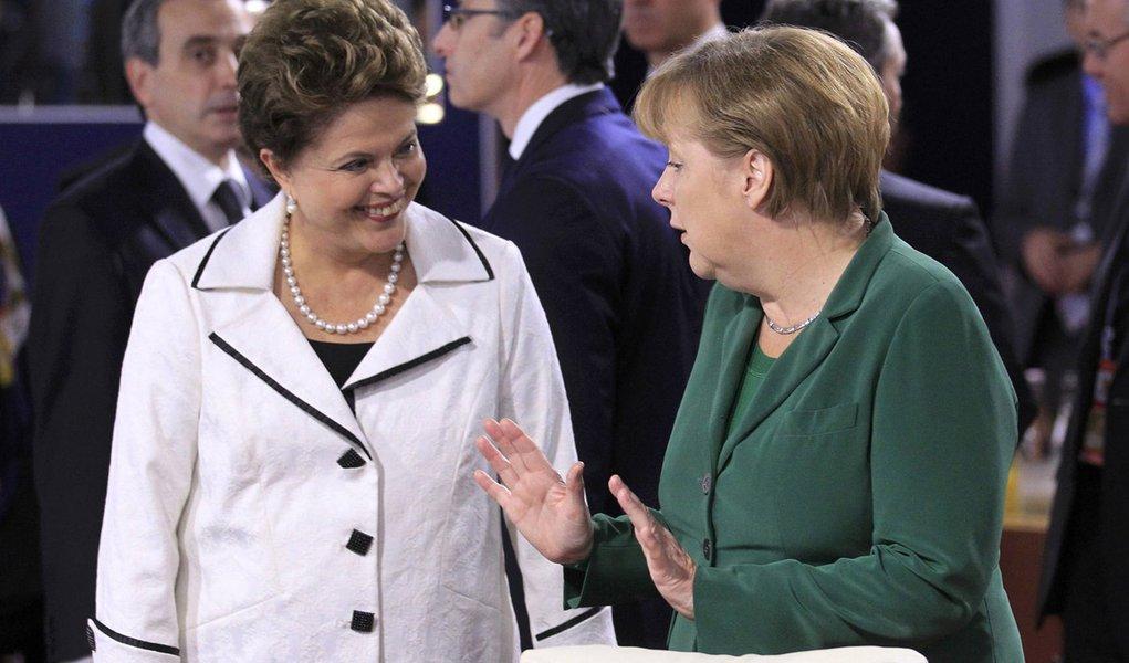 Dilma discute crise financeira com Merkel na segunda