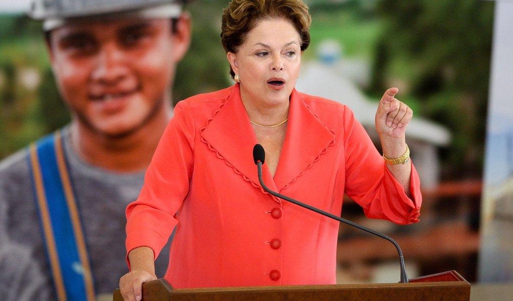 """Dilma critica """"tsunami monetário"""""""