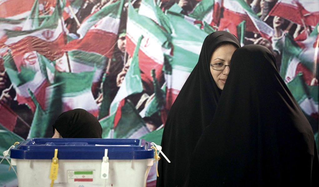 Irã inicia eleição legislativa sob boicote da oposição