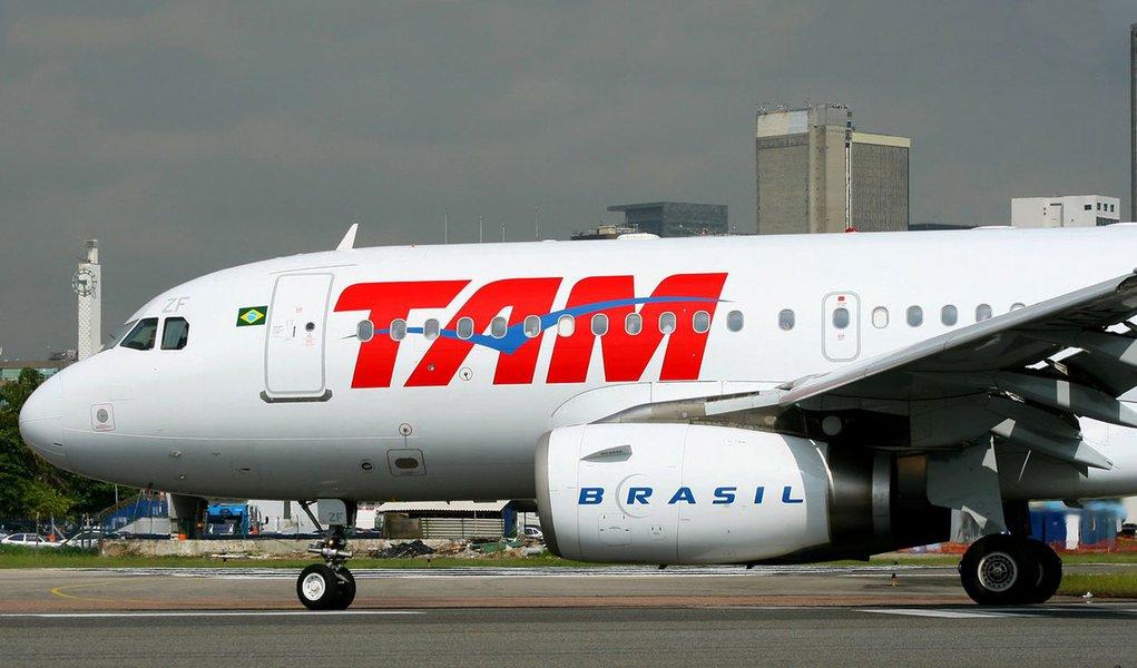 TAM é notificada por atraso em voo para Londres