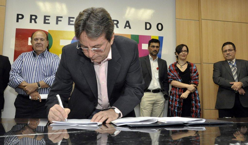PCR e CEF firmam convênio de R$ 119, 4 mi