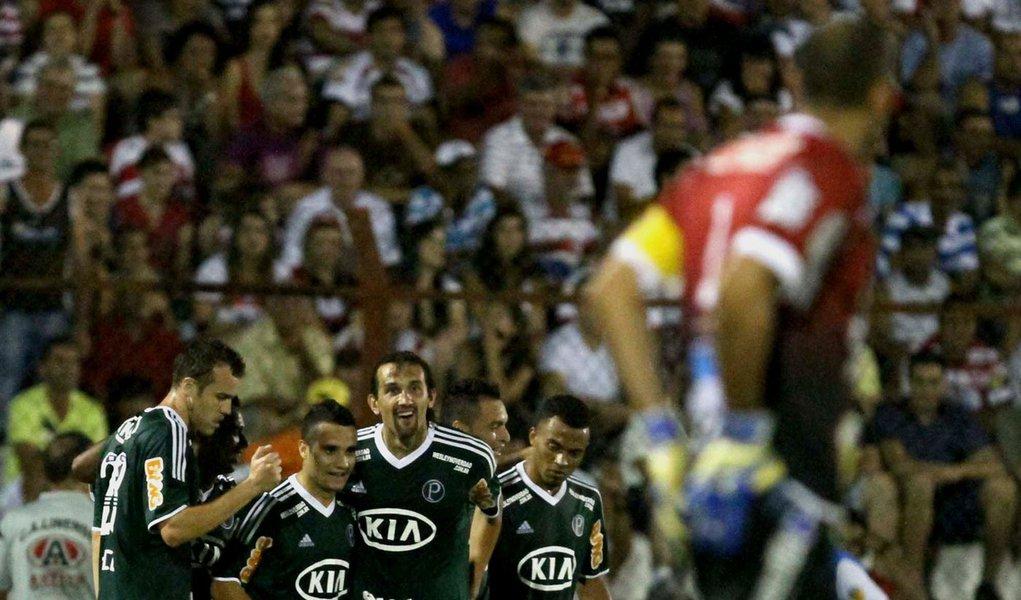 Palmeiras marca 3 no 1º tempo e retoma vice-liderança