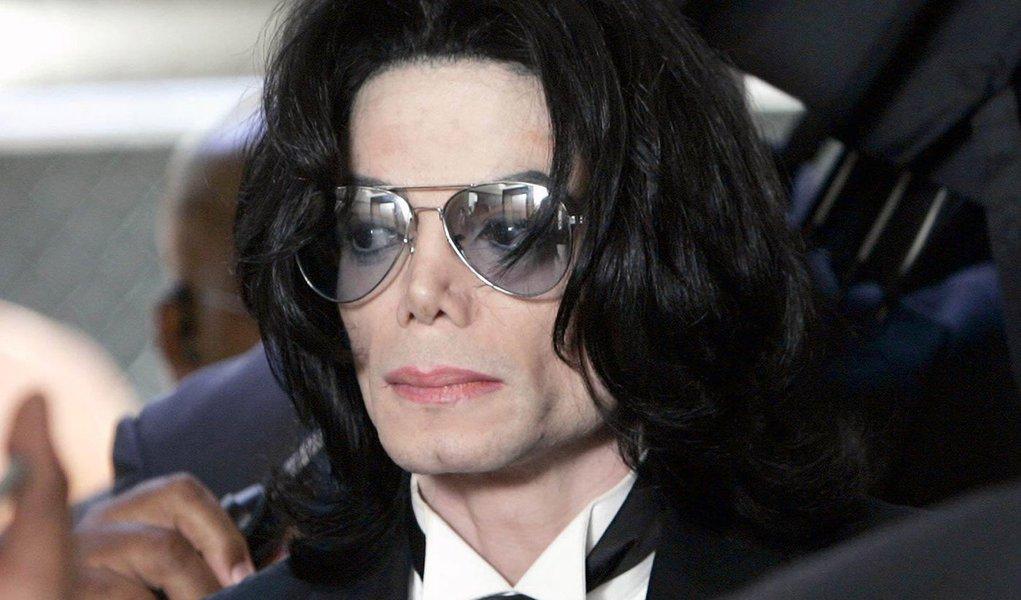 Filha de Michael Jackson diz que voz do álbum não é do cantor
