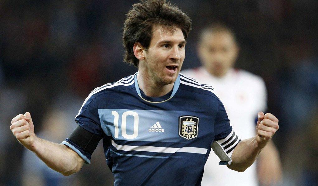 Messi faz 3 e comanda vitória da Argentina