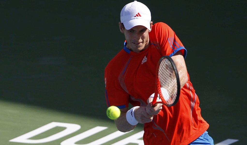 Murray supera suíço e vai às quartas de final em Dubai