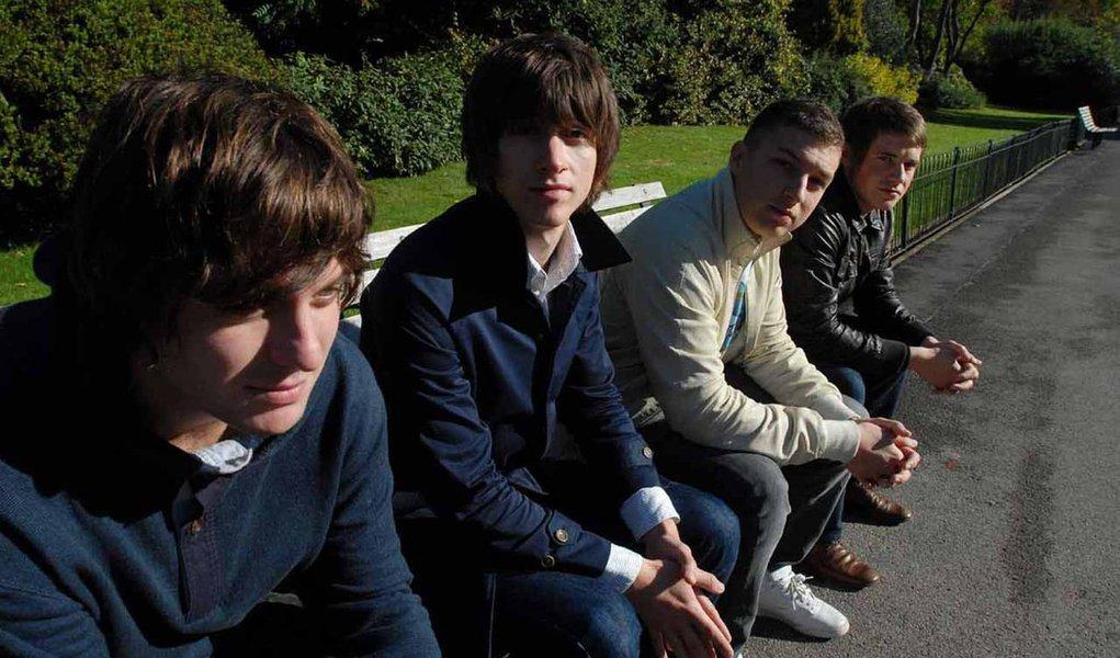 Arctic Monkeys lança nova música na web