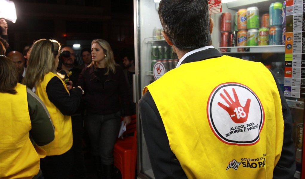 Lei anti-álcool para menores: 20 estabelecimentos multados em São Paulo