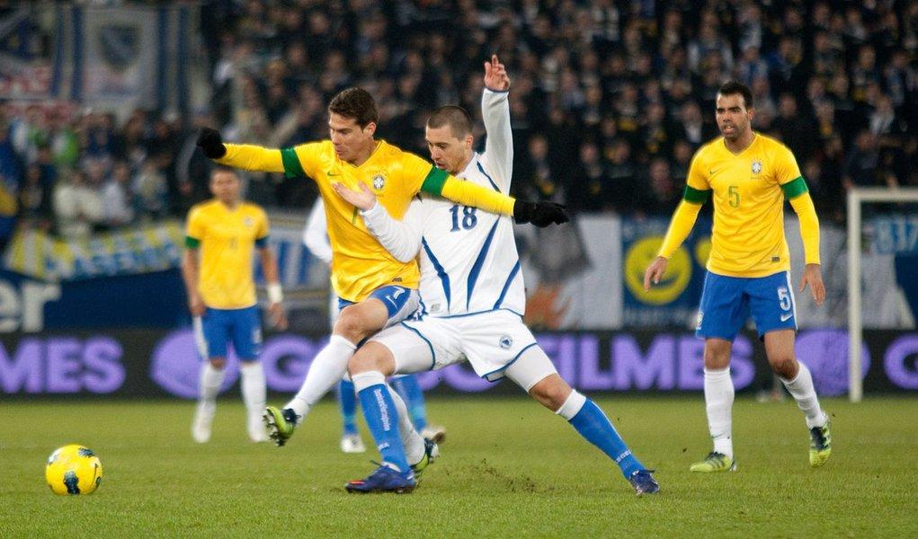 Com gol contra aos 45 do segundo tempo, Brasil faz 2 a 1 na Bósnia