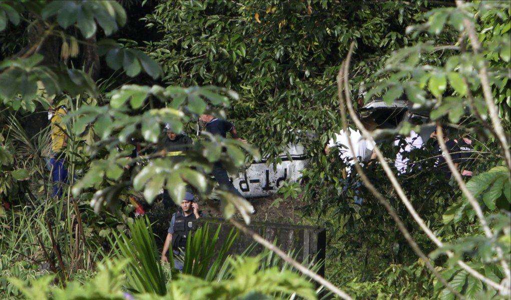 Bimotor cai e mata piloto em Manaus