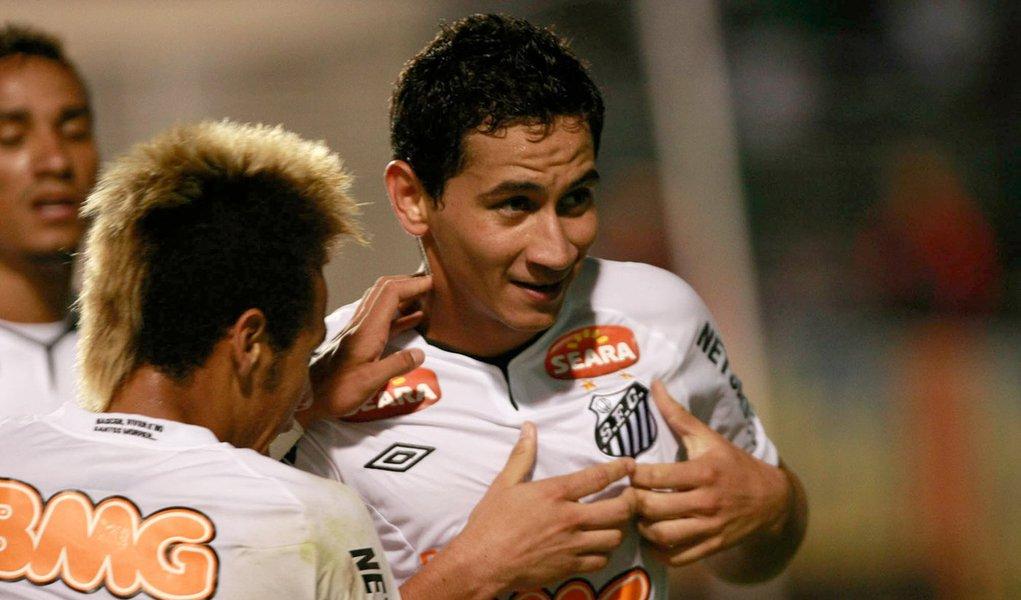 Ganso faz golaço e garante empate para o Santos