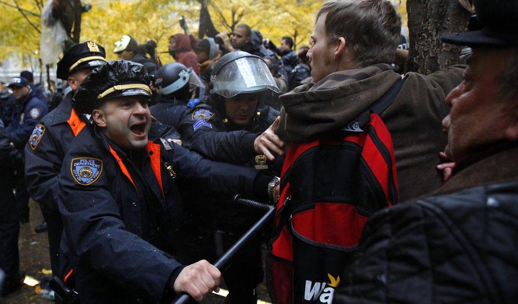 Pelo menos 250 manifestantes são presos em NY