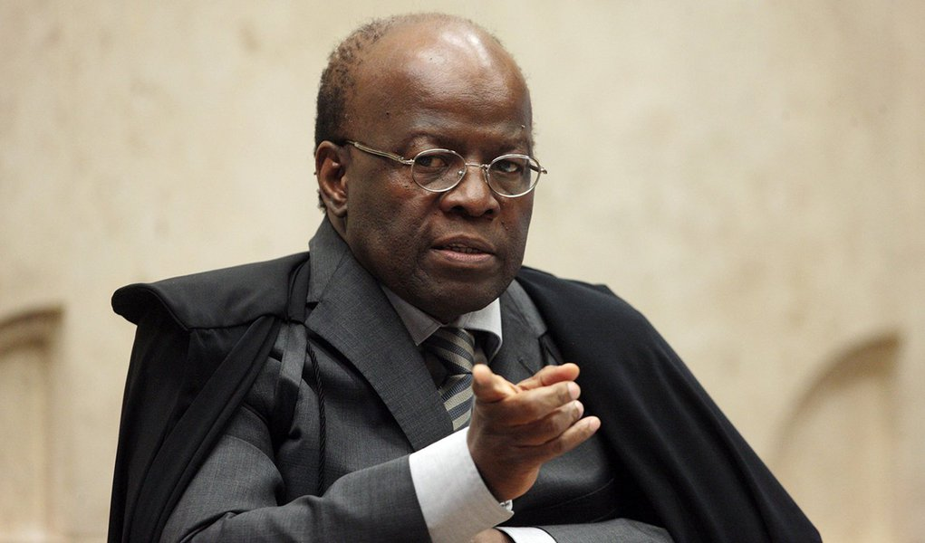 Barbosa: PEC que limita STF 'fragilizará democracia'