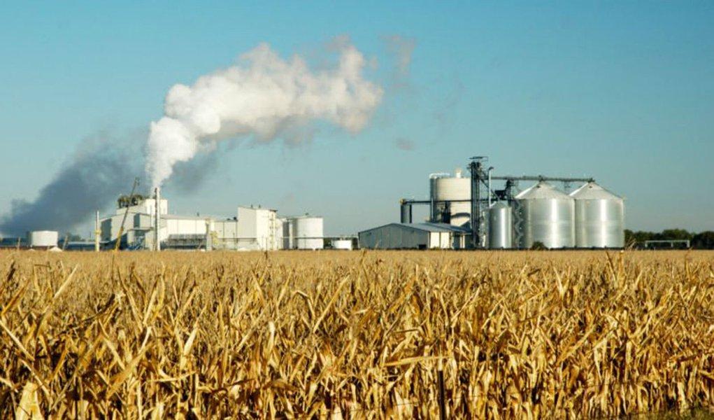 Governo reduz tributos para derrubar preço dos combustíveis