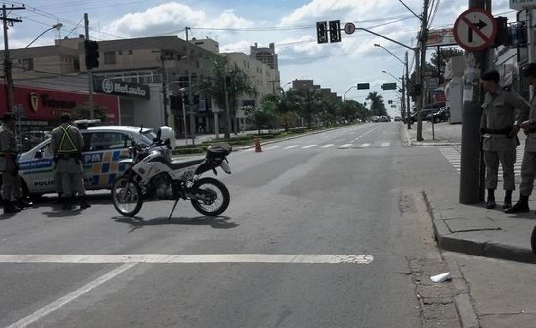 Polícia desativa granada deixada na avenida 85