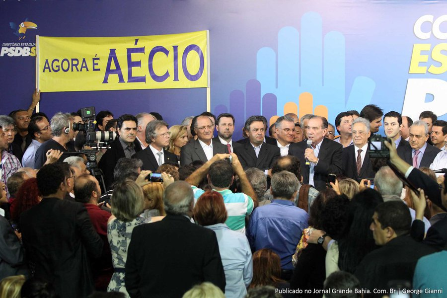 Aécio tenta estancar crise interna no PSDB