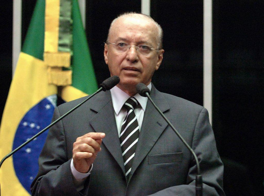 """Valadares diz que há deputados que só """"atendem interesse dos Amorim"""""""