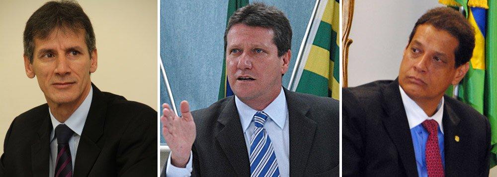 Armando Vergílio entrega cargo no governo Perillo