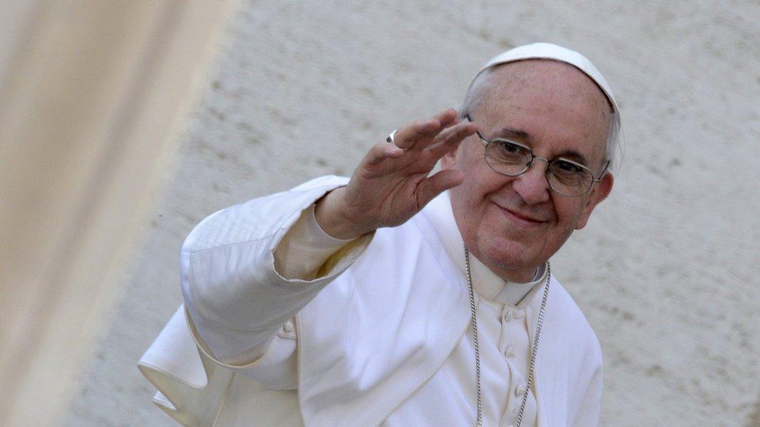 Papa prepara reforma constitucional no Vaticano