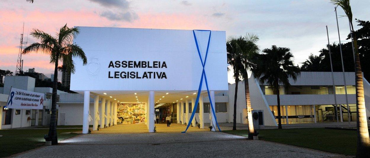 Escândalo na Assembleia goiana: salário de R$ 44 mil