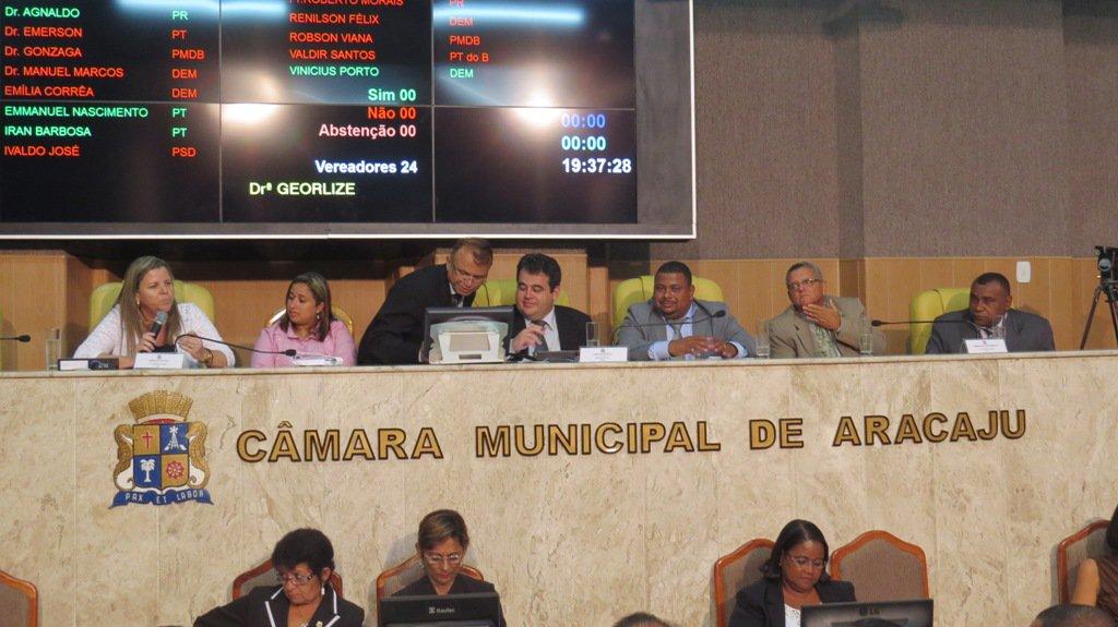 Vereadores pressionam por licitação do transporte; reajuste não é definido