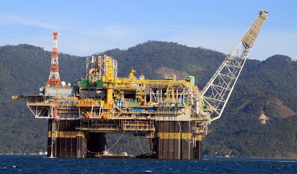 Empresas de 18 países querem explorar petróleo no Brasil