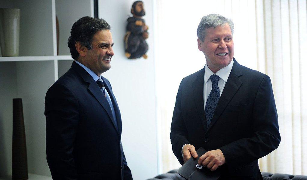 Pró-Zona Franca, Aécio garante Arthur no PSDB