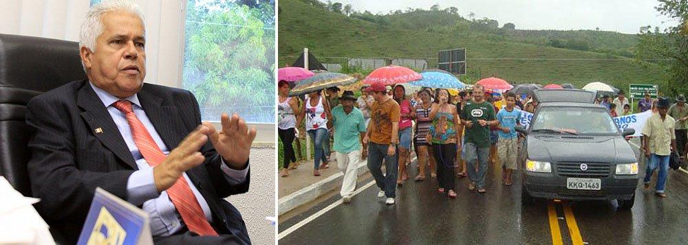 Vítimas de enchente de 2010 protestam contra governo