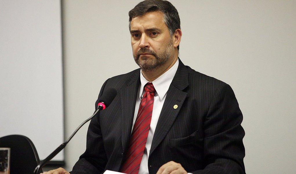 Deputado critica condenação judicial de blogs