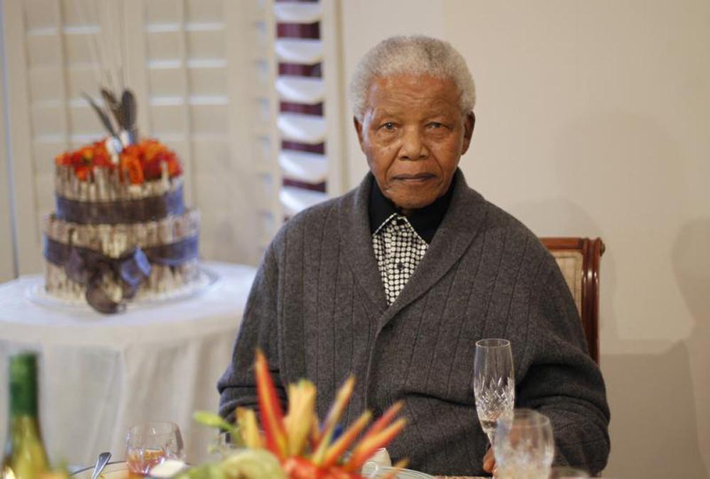 Mandela já consegue respirar sem dificuldades