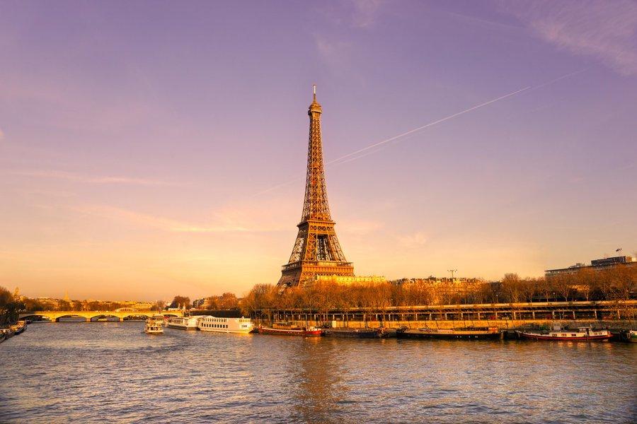 Polícia evacua Torre Eiffel após ameaça de atentado