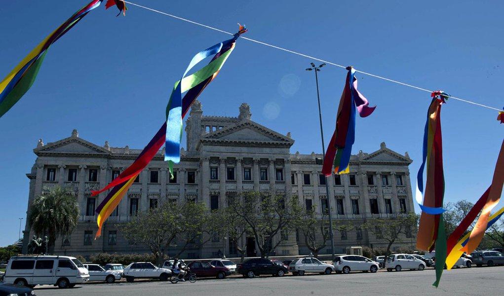 Senado uruguaio aprova casamento gay