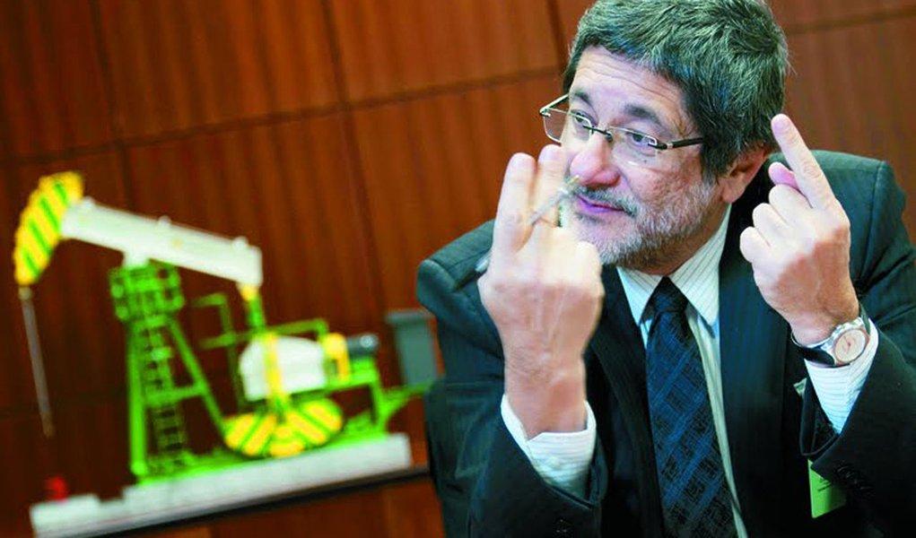 Gabrielli sai em defesa da Petrobras