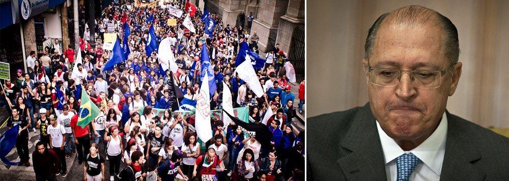 Manifestação reúne mil jovens contra governo Alckmin