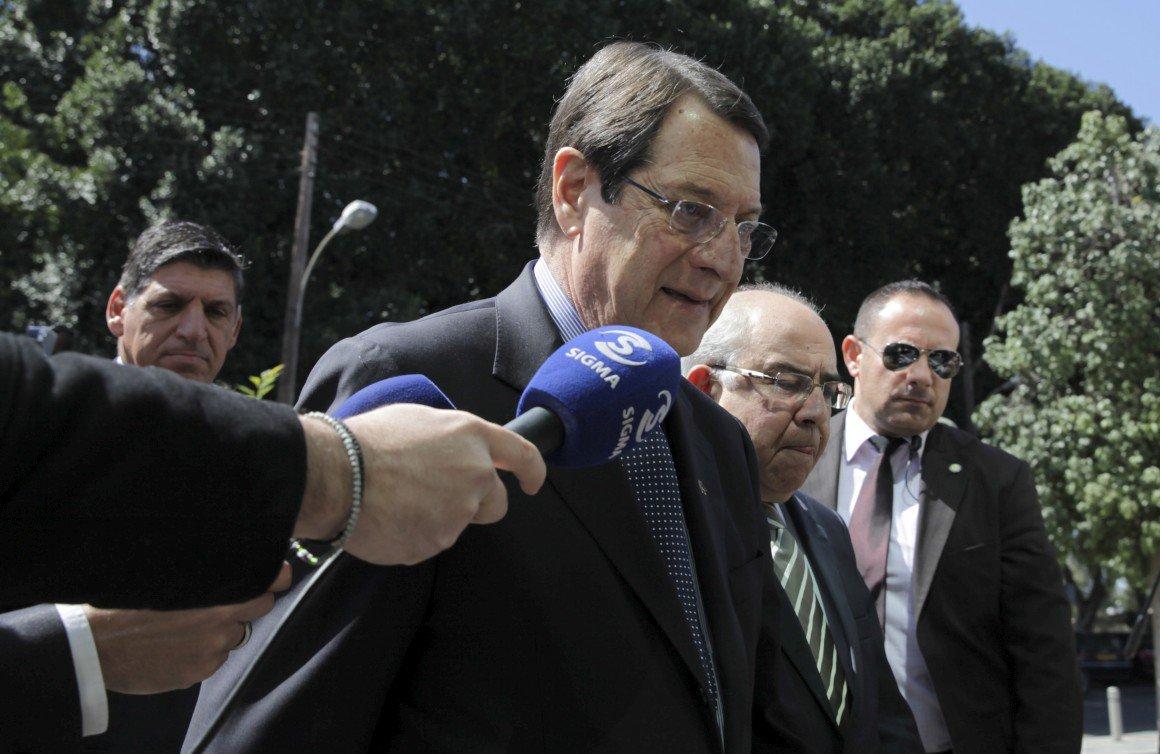 Presidente do Chipre admite país à beira do calote