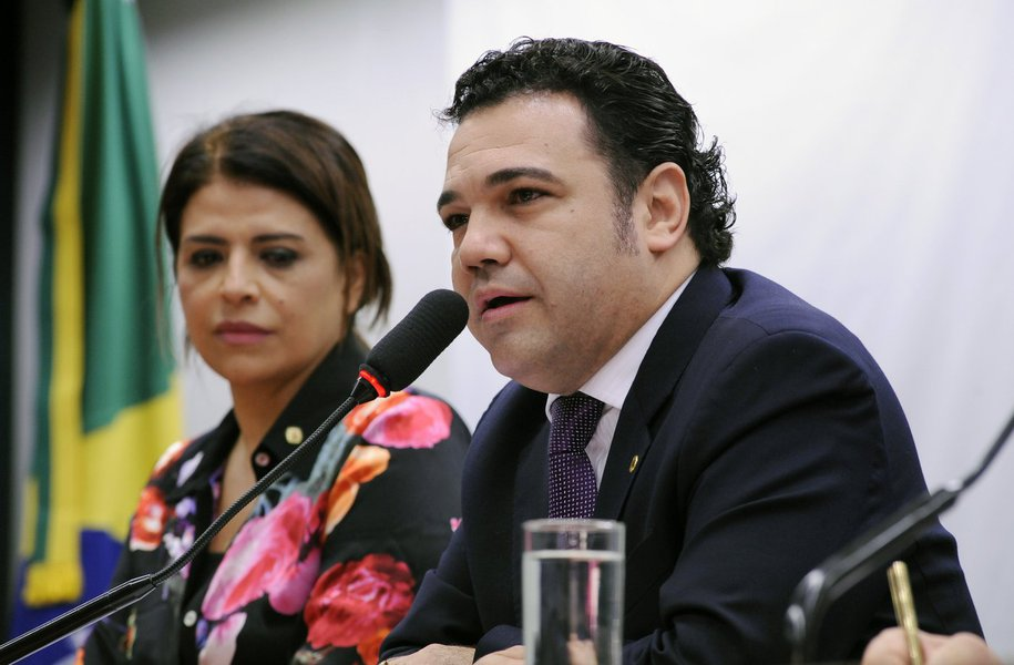 Feliciano pode renunciar à Comissão de DH na terça