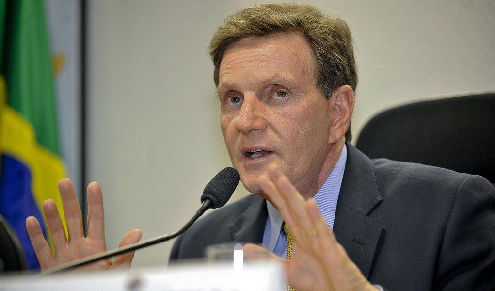 Crivella: Dilma apoia os pobres, que dão dízimos