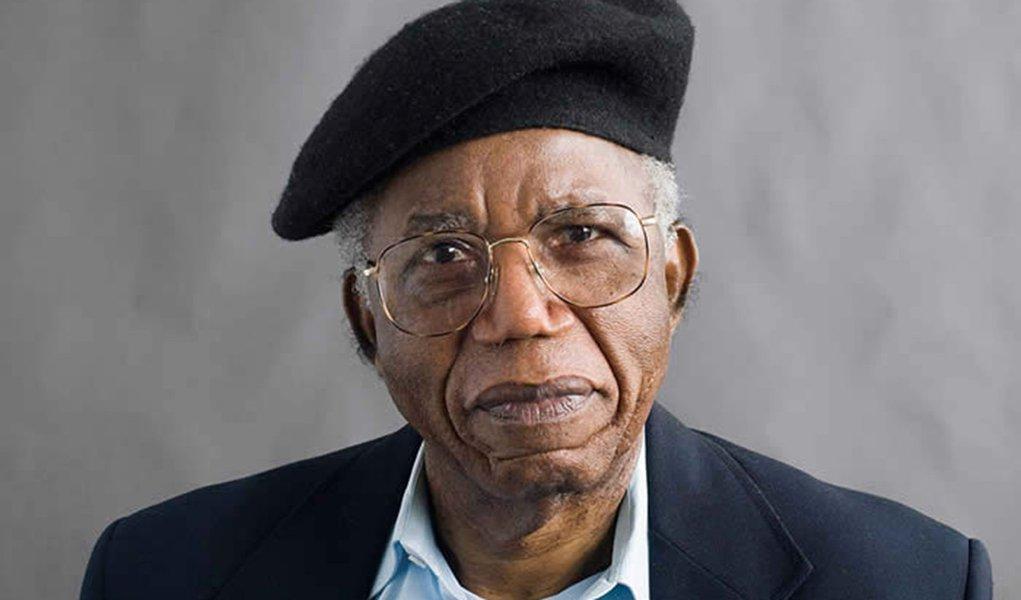 Morre Chinua Achebe, avô da literatura africana