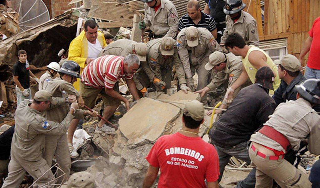 Bombeiros de Minas treinam militares cariocas