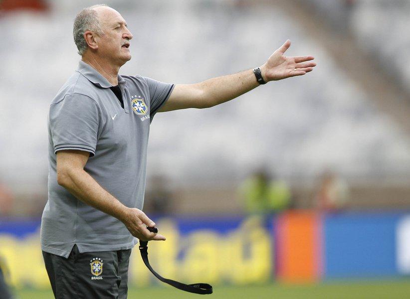 Felipão mantém time da Copa para amistoso