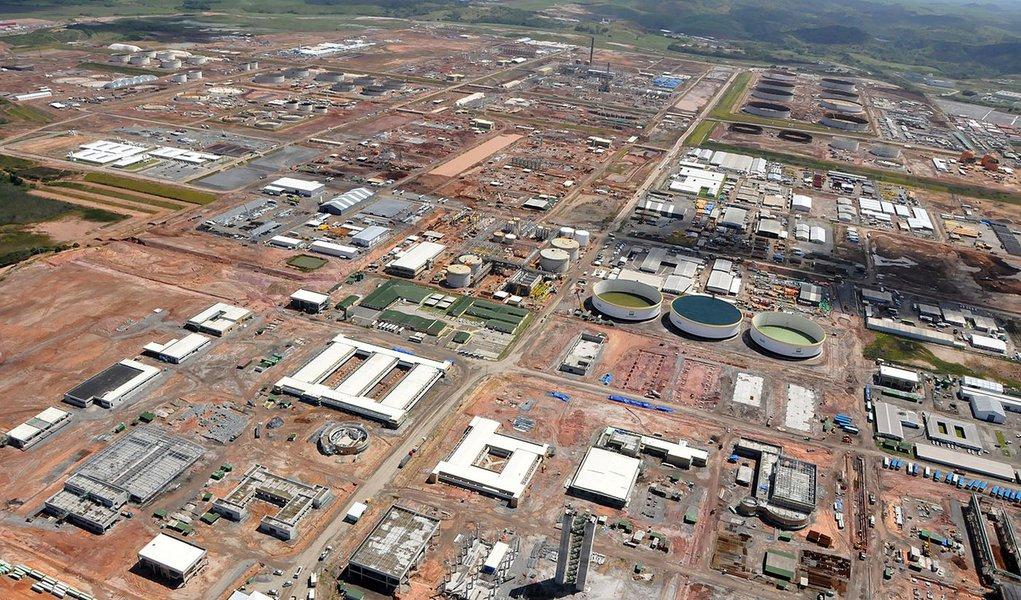 Aditivos elevam custos da refinaria em R$ 1 bilhão