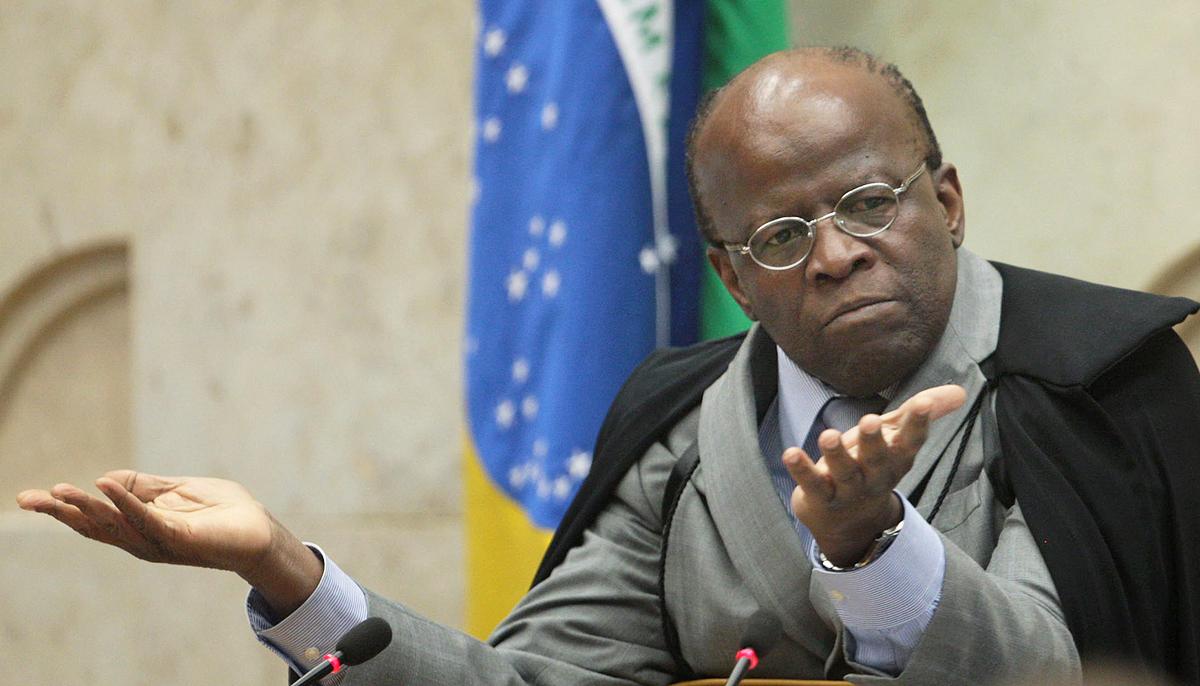 Barbosa incomoda ao priorizar caso dos TRFs