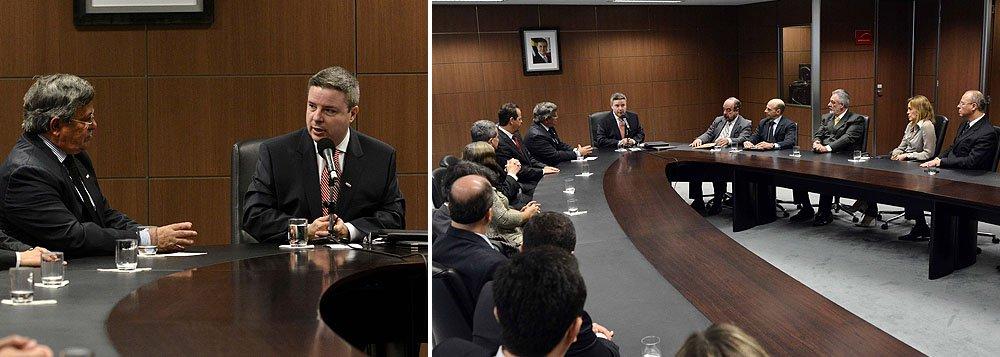 Anastasia anuncia R$ 350 milhões para municípios