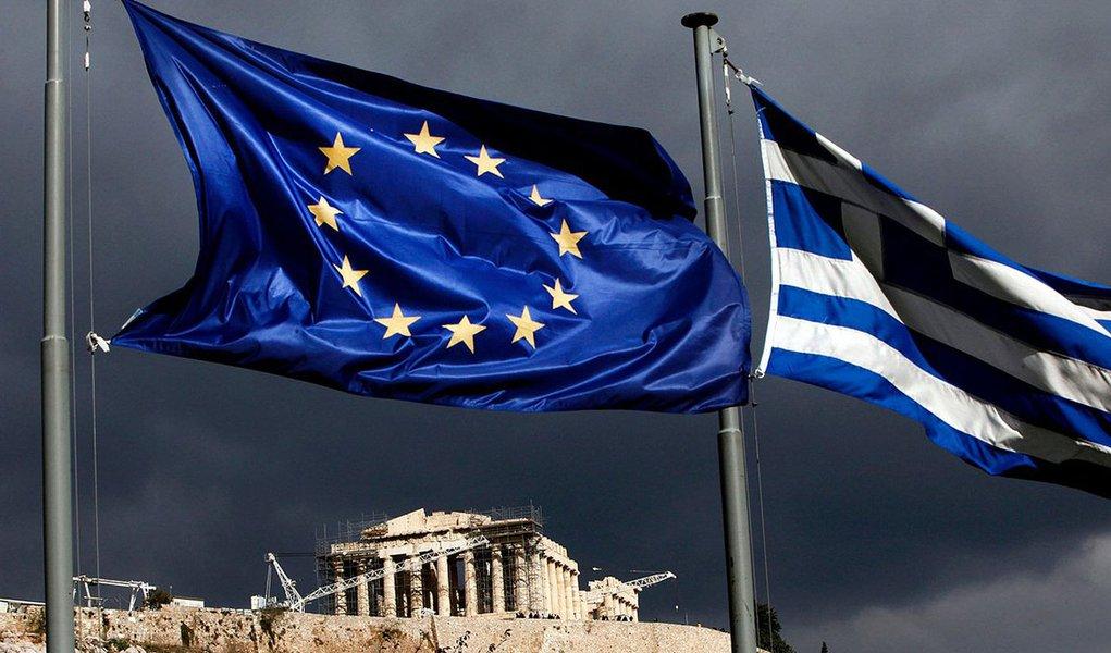 Zona do Euro aprova nova ajuda à Grécia