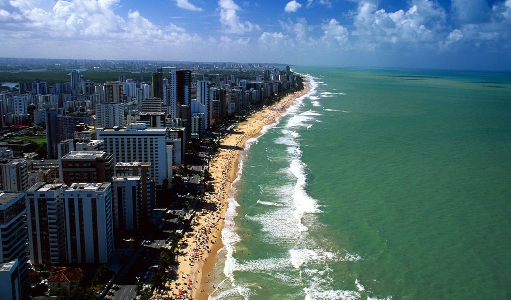 MP quer interditar praias com risco de tubarão