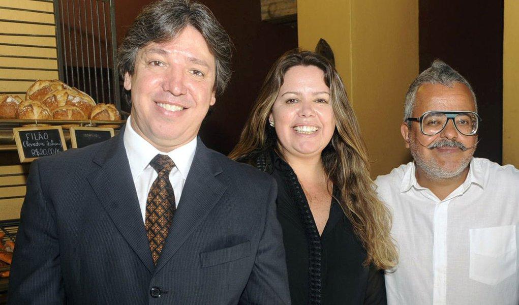 Ronaldo Fraga assina parceria com Mães de Minas