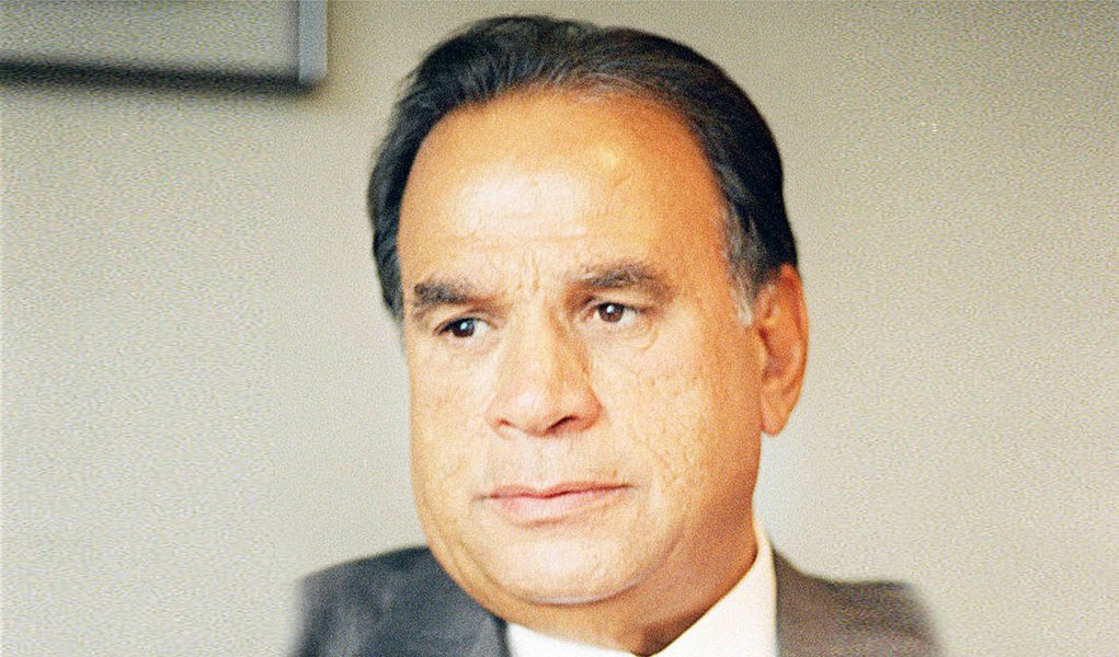 Ex-ministro segue internado em estado grave