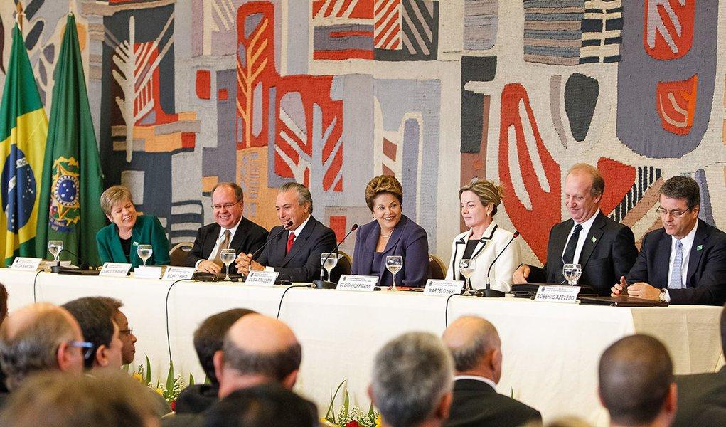 """Dilma sobre atos: """"Ninguém pediu a volta ao passado"""""""